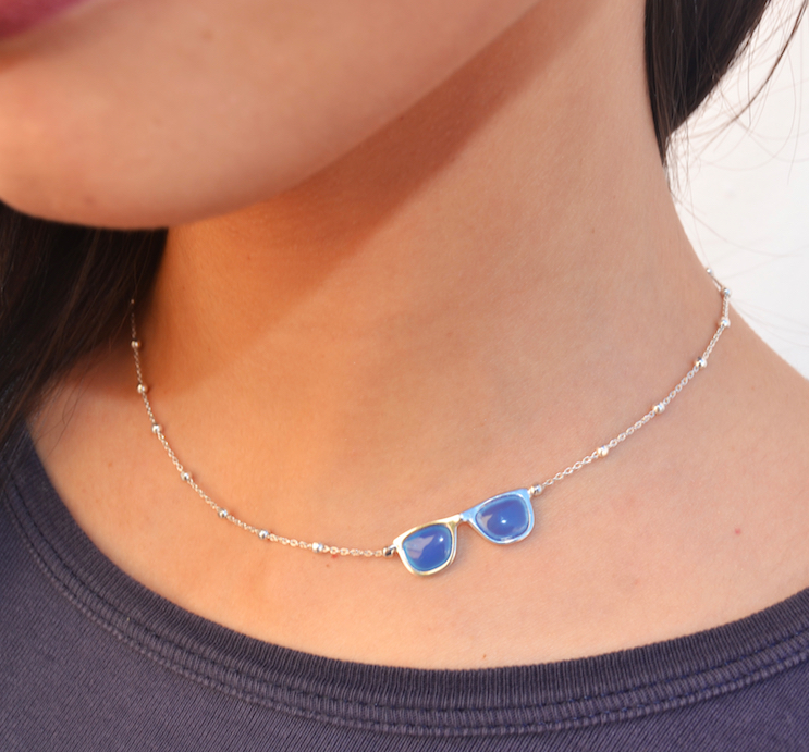collar de plata con calcedonia azul