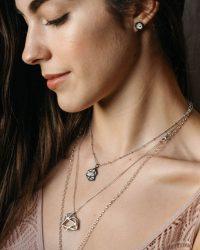 Colgante de oro negro Alejandra_Plata Sostenible_NEHCAA Jewelry
