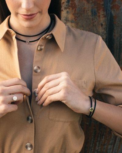 Pulsera de cuero y plata Angela NEHCAA Jewelry_Modelo