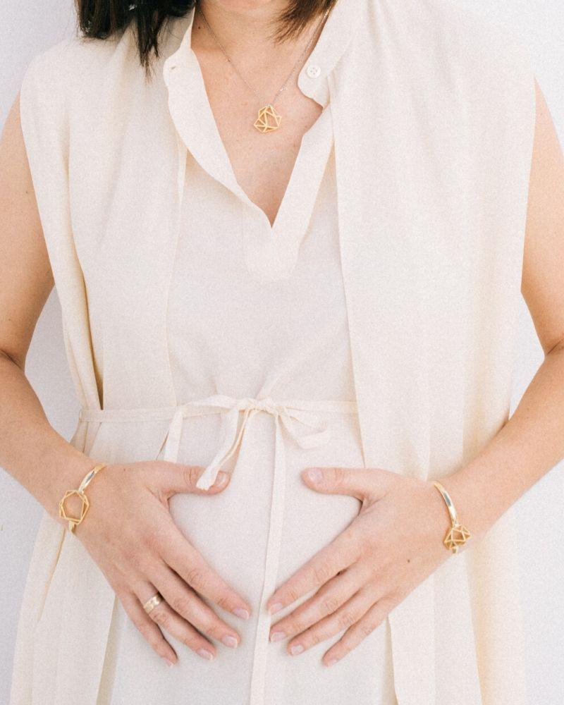 Brazalete-diamante-chapado-en-oro-Sara_Luz-de-Nehca_modelo