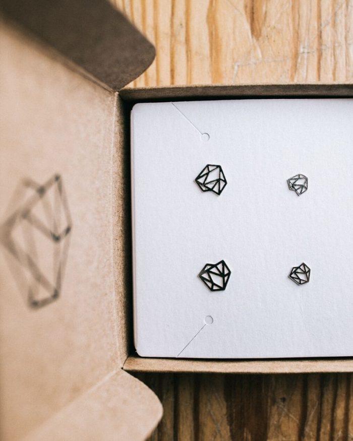 Pendientes-diamante_Valentina_Luz_de_Nehca_Packaging_bodegon